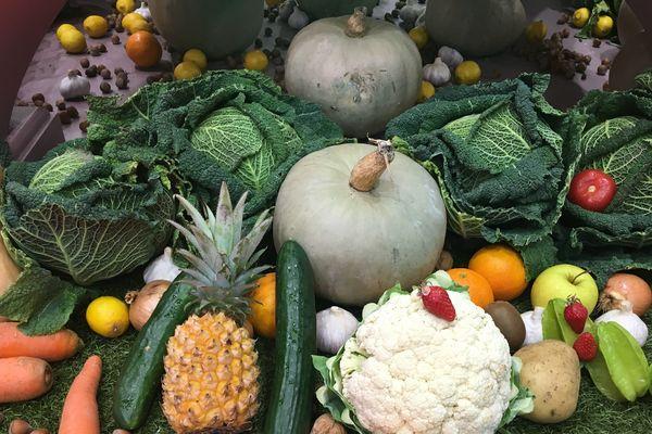 Proposer des fruits et légumes de saison et français, c'est la nouvelle tendance de la grande distribution.