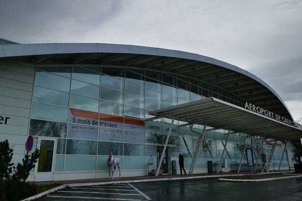 L'avenir s'assombrit sur l'aéoport de Caen-Carpiquet l'impact du coronavirus sur le tourisme va venir s'ajouter aux manifestations pour les retraites, aux tempêtes, etc : tous les jours ou presque des avions sont annulés