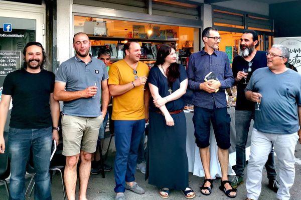 Une partie de l'équipe de Tonu è Timpesta avec l'écrivain Stefanu Cesari, la libraire Lory Massey, et Xavier Dandoy de Casabianca, qui s'est occupé de la maquette du livre