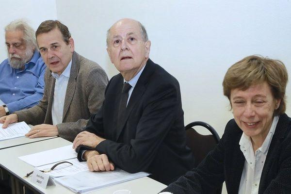 Des membres de la CIASE (Commission independante sur les abus sexuels dans l'Eglise) : le psychanalyste Jean-Pierre Winter, le juge Antoine Garapon, l'ancien Vice-Président du Conseil d'Etat Jean-Marc Sauvé et l'administratrice de l'Association anti-corruption Transparency International France Sylvette Toche.