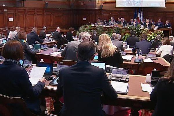 Les élus du conseil départemental de Côte-d'Or réunis en session