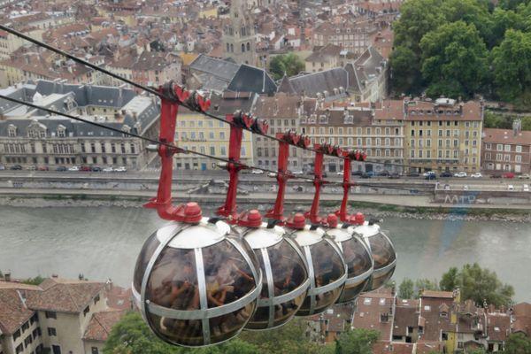 Depuis sa mise en service en 1934, plus de 24 millions de personnes ont été transportées dans les bulles du téléphérique grenoblois.