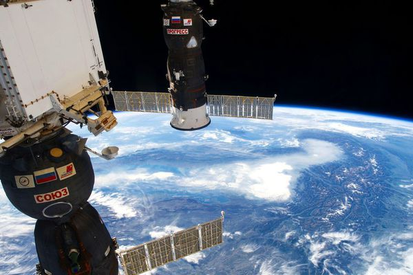 La station spatiale internationale (ou international space station, ISS en anglais)