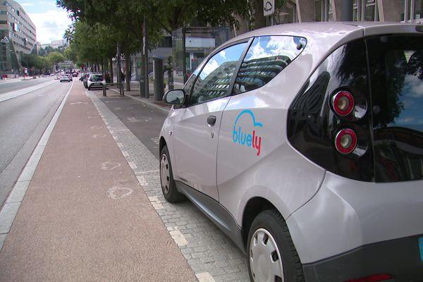 Le service d'autopartage Bluely a tiré sa révérence le 31 août dernier à Lyon. Aujourd'hui, les 250 voitures électriques sont à vendre...
