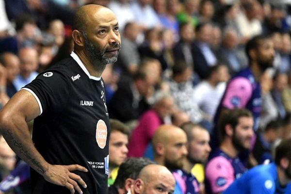 Yérime Sylla, entraîneur de Cesson Rennes Métropole Handball lors du matche face à Dunkerque Handball en D1. Lidl Starligue le 9 mai 2018