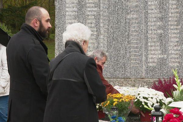 Chaque année le 1er novembre, les familles des 146 jeunes disparus dans l'incendie du 5-7 se réunissent sur les lieux du drame.
