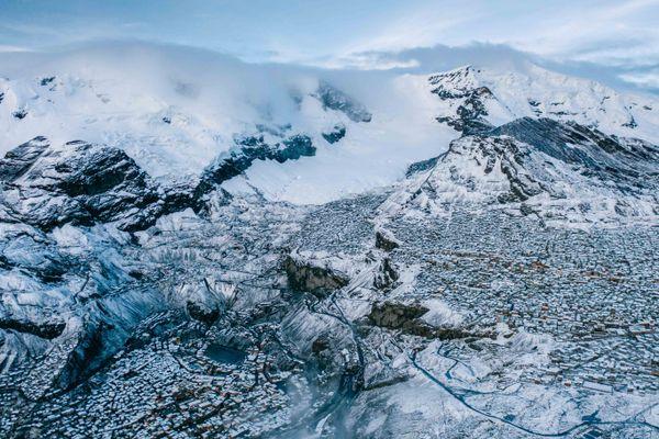 Expédition 5 300 est une aventure scientifique et humanitaire dans la plus haute ville du monde qui se trouve au Pérou, La La Rinconada.