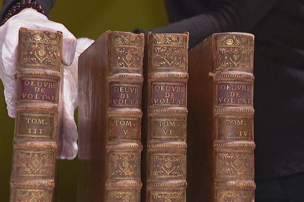 Une ancienne famille de Ferney-Voltaire a offert à la ville 30 ouvrages réunissant des textes de Voltaire imprimés 10 ans avant sa mort.