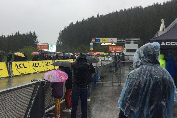 Le Critérium du Dauphiné est maintenu malgré l'orage.