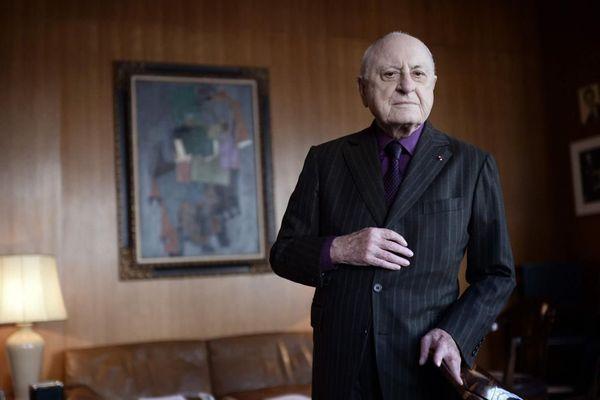 Pierre Bergé dans son bureau parisien