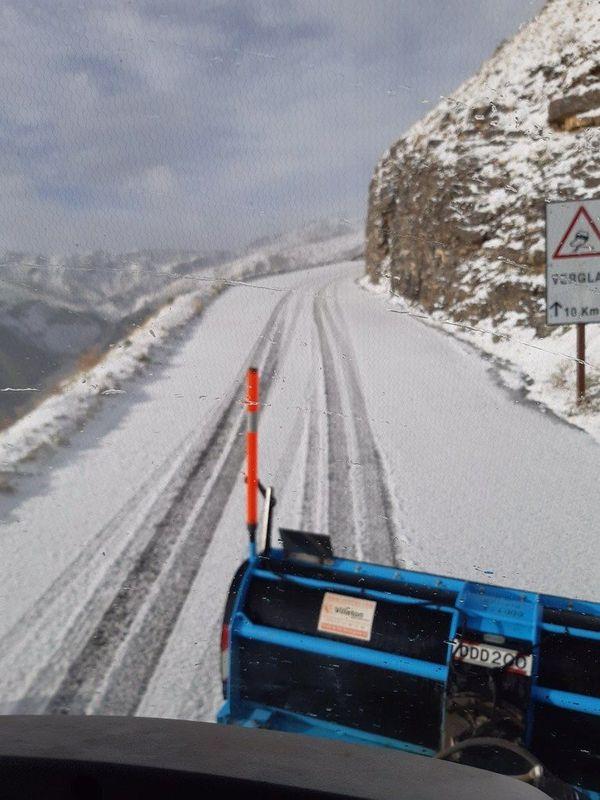 La route du col de la Bonette en blanc ce vendredi matin.