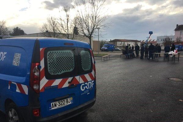 Une trentaine de salariés d'EDF mobilisée à Mâcon contre le projet Hercule
