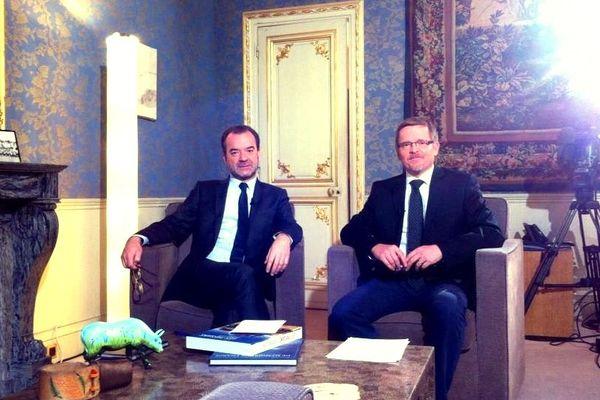 Le 30 novembre 20112, Xavier Rolland, rédacteur en chef France 3 Pays de la Loire à gauche, et Pierre Lawless à droite.