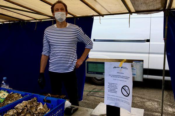 L'huitrier des Moutiers-en-Retz comme ses collègues poissonniers, vend les sacs plastique 10 centimes en guise de consigne