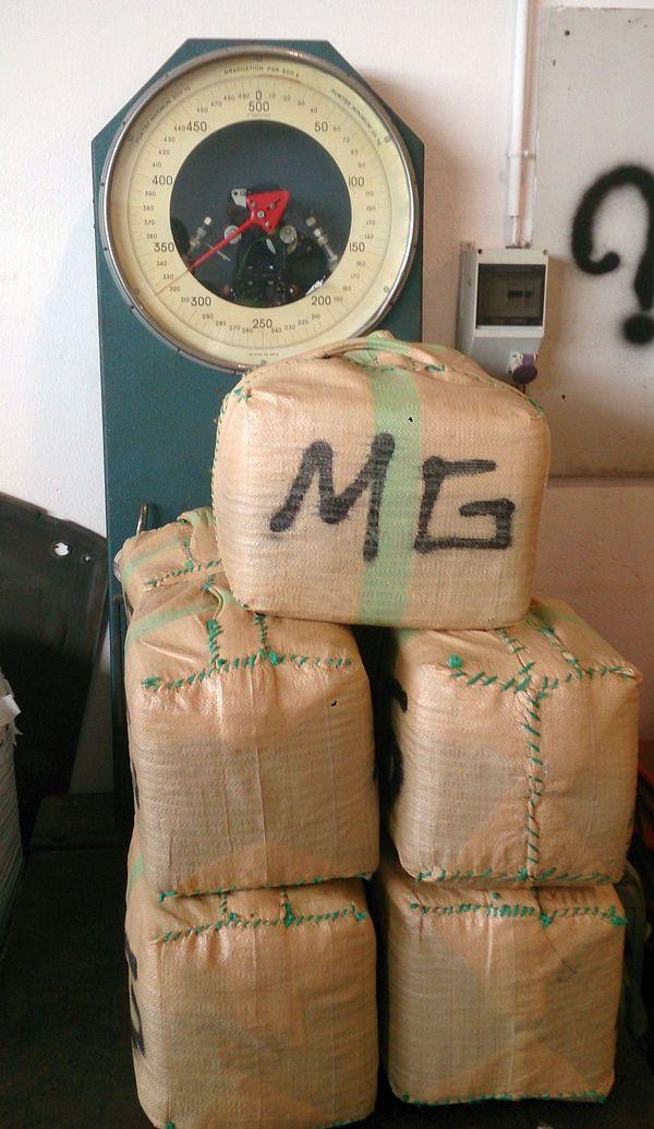 Le Boulou (Pyrénées-Orientales) - saisie de 325 kg de cannabis dans un «go-fast» par la douane - 1er septembre 2015
