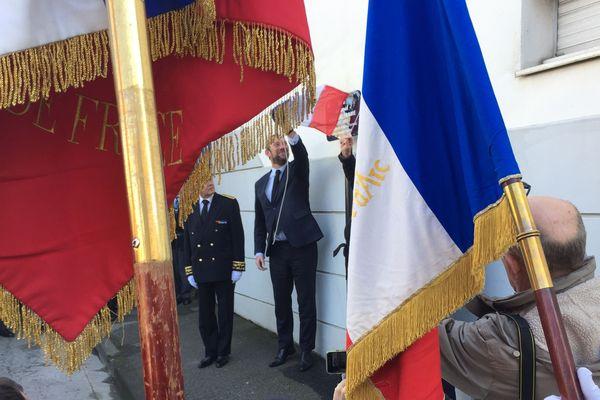 Vannes a désormais une rue au nom du colonel Arnaud-Beltrame. Une plaque portant le nom de l'officier tué en mars 2018 a été dévoilé.