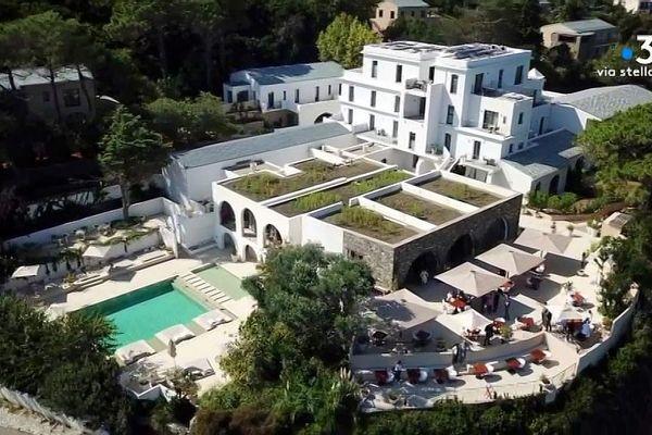 La Corse peut-elle attirer un tourisme très haut de gamme, comme ici dans un hôtel cinq étoiles du Cap Corse.