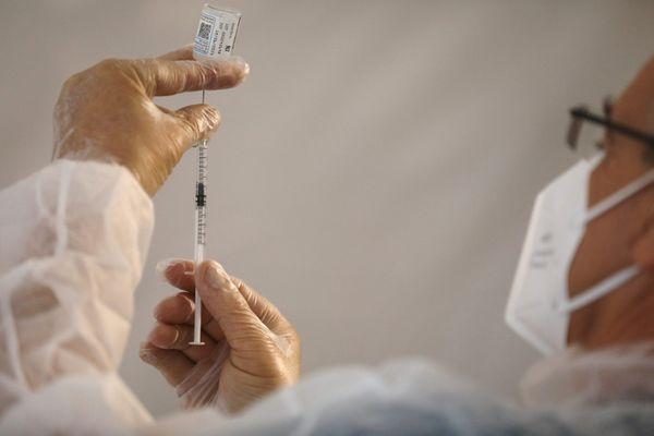 Menton, le 18 janvier : la campagne de vaccination a commencé dans les Alpes-Maritimes pour les plus de 75 ans.