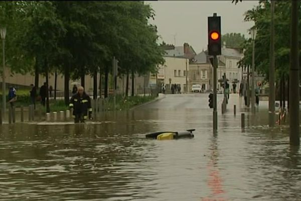Inondation dans une rue du centre ville de Briare (Loiret) - juin 2016