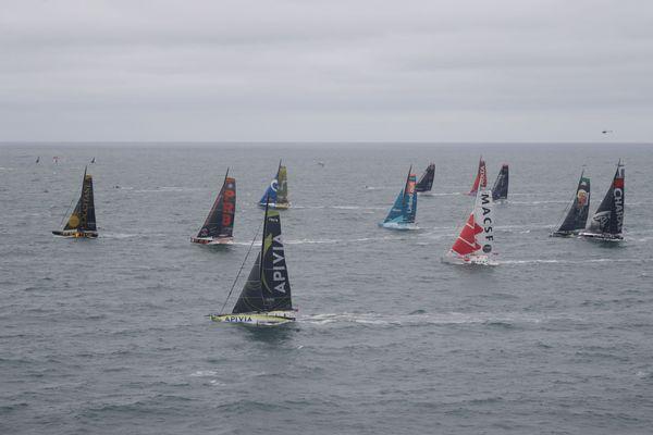 Une partie des 20 concurrents au départ de la Vendée-Arctique, le 4 juillet 2020 au large des Sables-d'Olonne