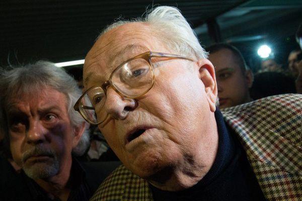 Jean-Marie Le Pen est président d'honneur du FN.