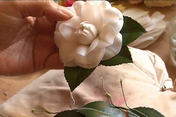 Les fleurs de soie de Séverina Lartigue, uniques et merveilleuses