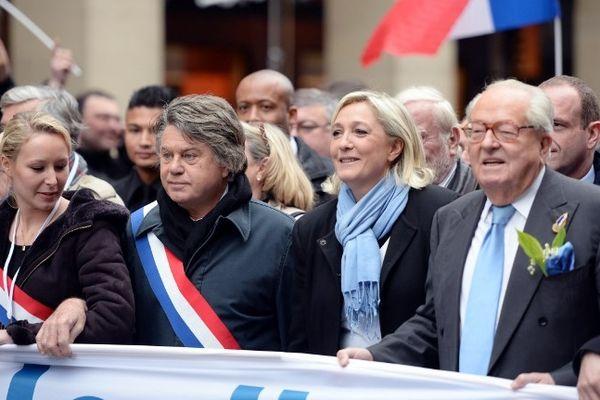 Trois générations de Le Pen dans le cortège frontiste du 1er mai, avec Jean-Marie Le Pen, Marine Le Pen et Marion Maréchal-Le Pen.