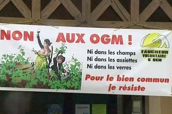 Des militants anti-OGM, dont six Bourguignons, étaient poursuivis en justice pour avoir détruit une parcelle de vigne transgénique expérimentale à Colmar en 2010.