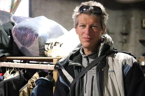 Benoît Ducos, ancien pisteur secouriste, effectuait une maraude au col de Montgenèvre quand il a secouru les migrants venant de passer la frontière italienne.