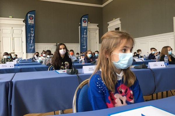 A Limoges, dans 33 écoles, les élèves de CM1/CM2 ont élu leurs représentants pour siéger pendant 2 ans à la mairie...avec les grands.