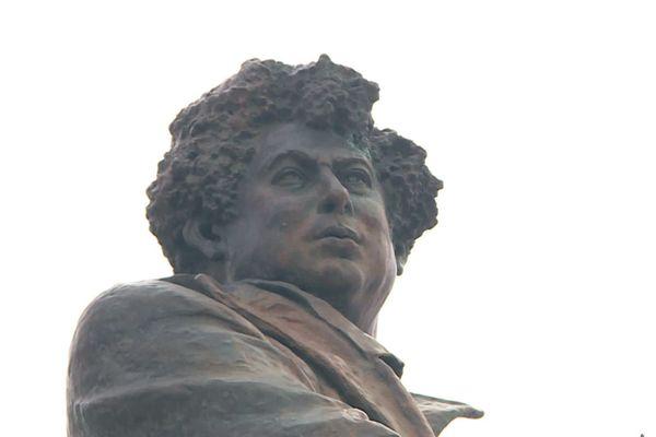 La statue d'Alexandre Dumas à Villers-Cotterêt, mars 2020