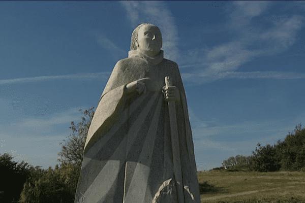 Dans la vallée des saints à Carnoët, 80 statues monumentales en granit représentent les saints fondateurs de la région bretonne