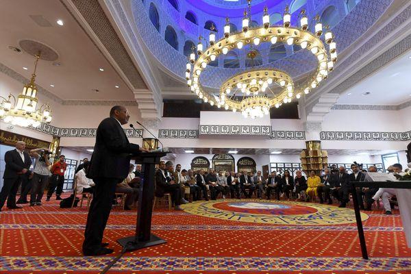 Cinq jours après l'inauguration de la mosquée d'Empalot à Toulouse (Haute-Garonne), le 23 juin 2018, le préfet de Haute-Garonne saisissait le parquet concernant les propos tenus par l'Imam Mohamed Tataiat (au pupitre) dans une vidéo.