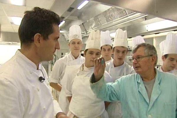 Au Lycée hôtelier Lesdiguières à Grenoble, Pierre Aldebert rencontre de futurs professionnels du goût.