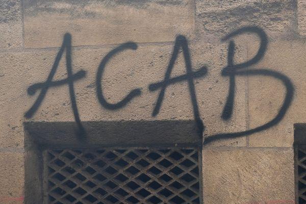 """Photo d'illustration d'un tag """"ACAB"""" lors d'une manifestation contre la réforme des retraites à Bordeaux en décembre 2019."""