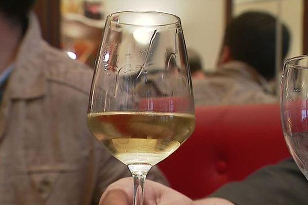Les ventes de vin blanc sont à la hausse.