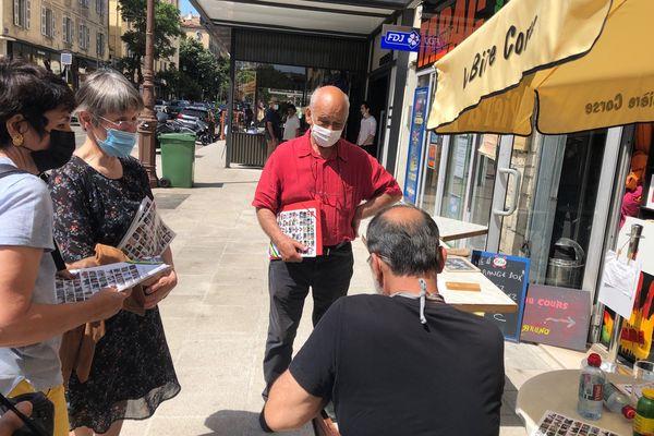 Samedi 5 juin, une partie de liste Ecologia Sulidaria a distribué des tracts dans les rues d'Ajaccio.