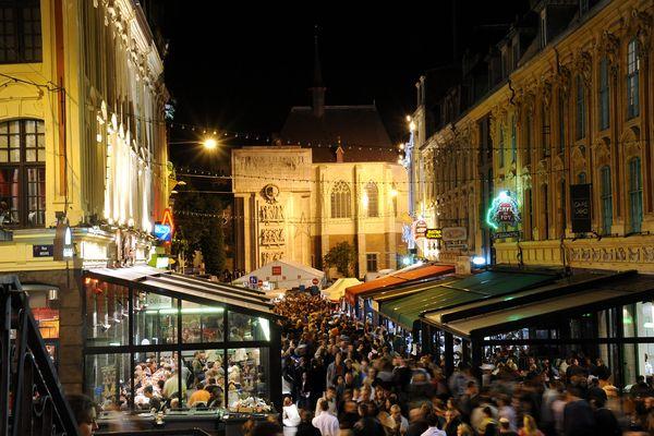 De jour ou de nuit, la ville de Lille est en ébullition tout le week-end pendant la braderie.