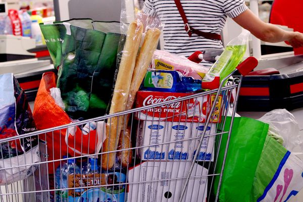 Illustration/ Ca se bouscule dans les grands centres commerciaux insulaires, à l'approche des fêtes de fin d'année.
