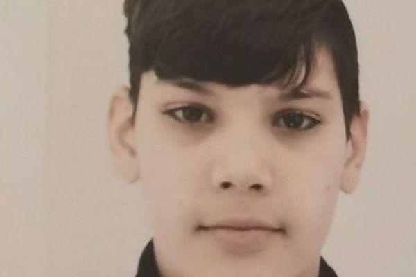 Le jeune Bilal, 13 ans a quitté son domicile ce jeudi, il est entièrement vêtu de noir et porte un sac à dos fluo - avril 2020