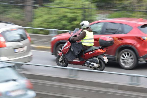 Les deux-roues motorisés constituent une catégorie particulièrement vulnérable parmi les usagers de la route.