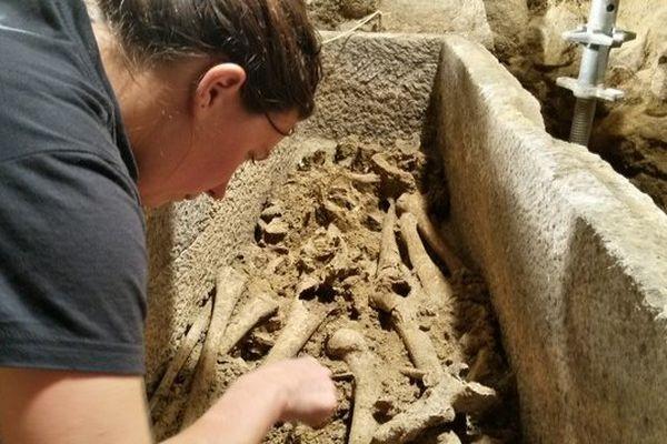 Des dizaines d'autres sarcophages pourraient être mis au jour dans la crypte.