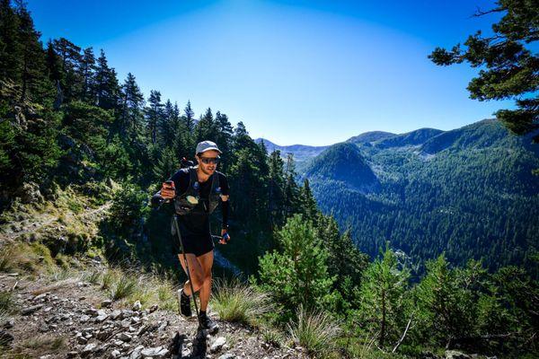 Germain Grangier, dans la montée de la cime du Pisset (km 103) lors de l'Utra-Trail du Mercantour 2020.