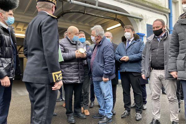 Le ministre JeanYves Le Drian rencontre les pêcheurs à Keroman
