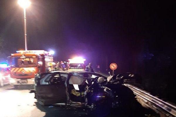 Deux femmes de 30 et 57 ans sont décédées dans une collision frontale entre un véhicule léger et un camping-car à Treillières en Loire-Atlantique vers 19h le 1er janvier 2020