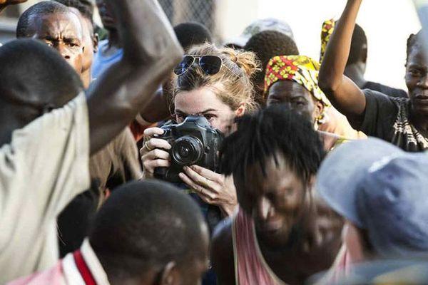 Nina Meurisse s'est énormément préparée pour le rôle. Elle a beaucoup lu sur Camille, sur la Centrafrique, sur le métier de photojournaliste.