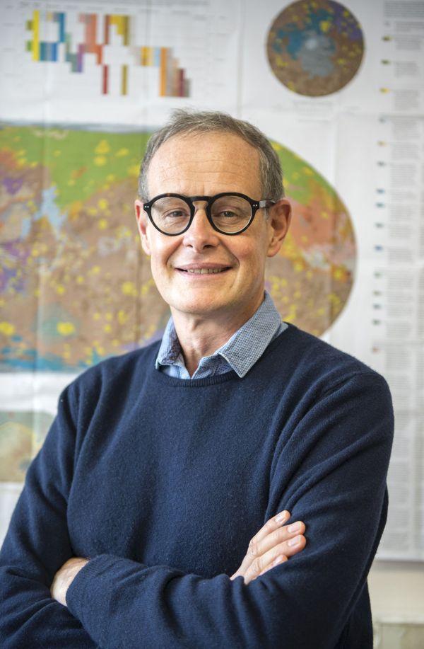 Sylvestre Maurice, astrophysicien à l'IRAP (CNRS, CNES, Université Toulouse 3 Paul Sabatier) communique avec le robot Curiosity au quotidien, depuis 8 ans et demi.