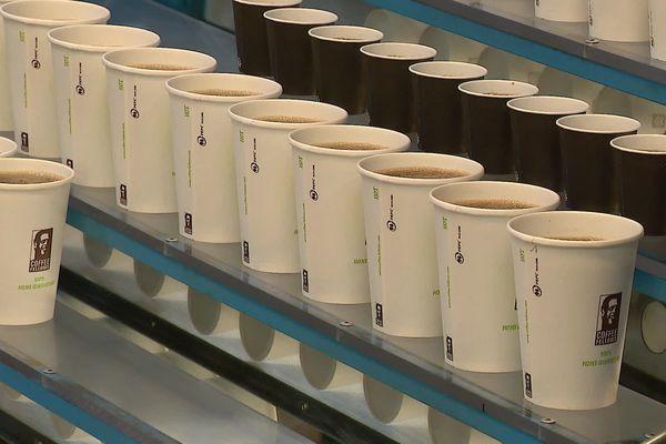 L'entreprise CEE Schisler à Thouars produit un milliard de gobelets par an.