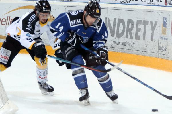 Gap contre Rouen dans la première manche des séries des playoffs de la Ligue Magnus, le 28 mars 2017 à la Gap Patinoire Alp' Aréna Brown - Ferrand (Hautes-Alpes)