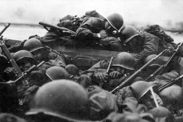 Les soldats américains dans les barges lors du Débarquement sur les plages de Normandie le 6 juin 1944